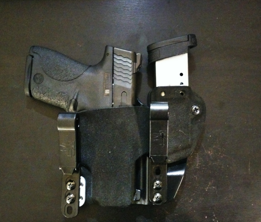 Lowered magazine holder without extra lower end sticking out.